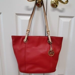 Michael Kors Jet Set Tote in Red